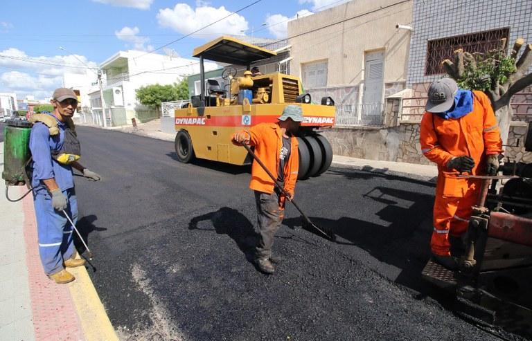 c681ee9b-c80a-41eb-85b6-ac12ae087860 João Azevêdo inspeciona obras de mobilidade urbana e anuncia instalação de unidade do Lacen e tomógrafo em Sousa
