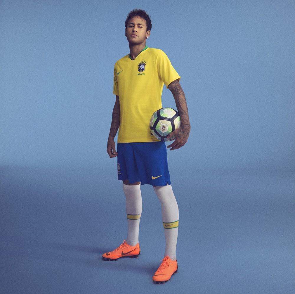 CBF revela nova camisa do Brasil com amarelo  vibrante  inspirado na ... d171016bece0e