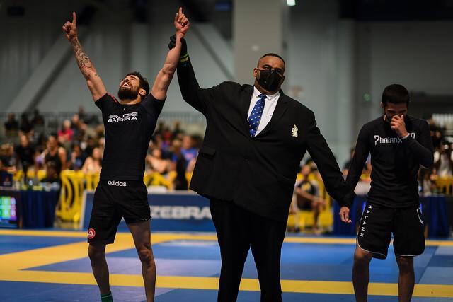d546c84f-806f-46ce-9fb1-945fe94d857a Atleta paraibano vence campeonato de Jiu Jitsu nos Estados Unidos