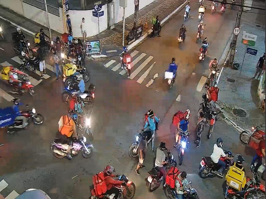 motoboy Motoboys fecham avenida em protesto após morte de entregador em acidente no Retão de Manaíra em João Pessoa