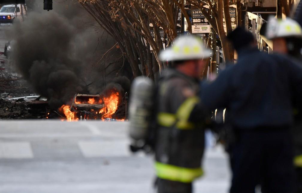 2020-12-25t144744z-1667268426-rc2euk92bw23-rtrmadp-3-tennessee-blast Forte explosão de trailer abala o centro de Nashville, nos EUA, e deixa três feridos
