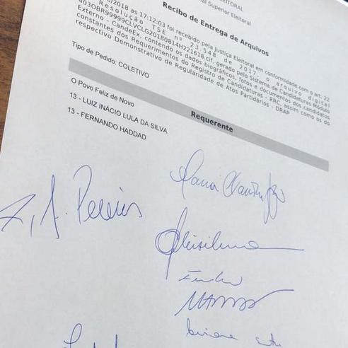 Candidatura de Lula é oficialmente registrada no TSE