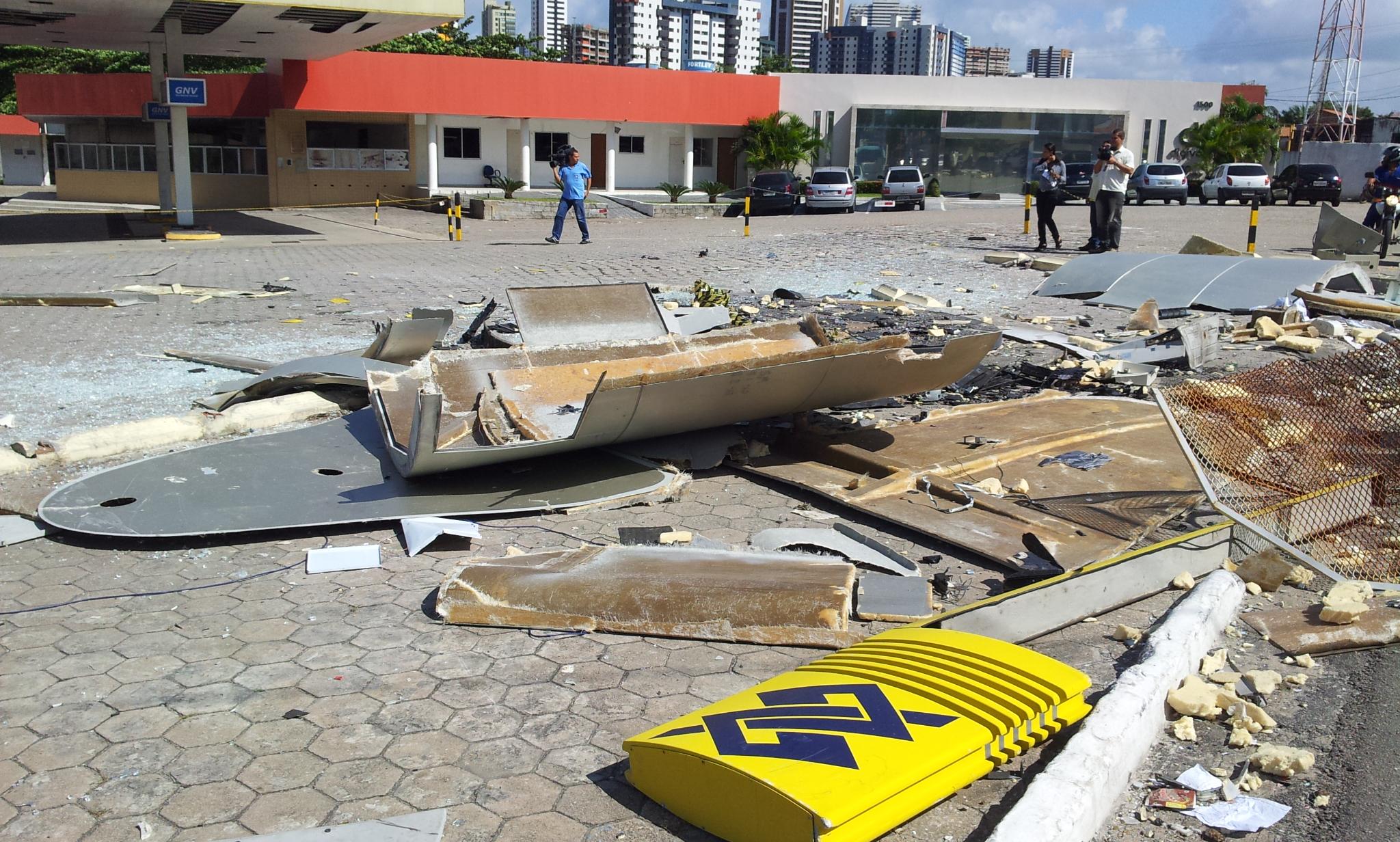 Bandidos dinamitam caixa eletrônico em João Pessoa, durante a madrugada